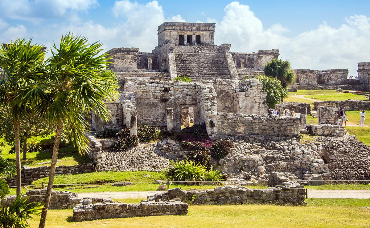 Yucatan, peninsula care adăpostește vestitele orașe străvechi Maya